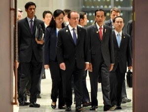 President Jokowi enters the room where the G-20 Summit takes place at Hangzhou International Expo Center, China, Monday (5/9). (Photo by: Presidential Secretariat/Laily)