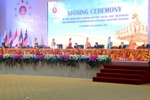 The signing ceremony of ASEAN Declaration on One ASEAN, One Response: ASEAN Responding to Disaster as One in the Region and Outside Region on Tuesday (6/9), at National Convention Center, Vientiane, Laos