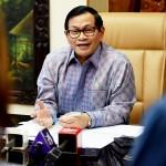 Seskab Pramono Anung menjawab pertanyaan wartawan di ruang kerjanya, Gedung 3, Setneg, Kamis (29/9). (Foto: Humas/Agung)