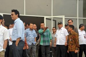 Wakil Presiden Jusuf Kalla saat meninjau lokasi proyek P3SON Hambalang, Sentul, Bogor, Jabar, Minggu (4/9)