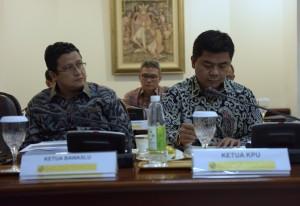 Ketua KPU dan Bawaslu turut hadir dalam Rapat Terbatas yang membahas RUU Penyelenggaraan Pemilu yang dipimpin oleh Presiden Jokowi, di Kantor Presiden, Jakata, Selasa (13/9) sore. (Foto: Humas/Deni)