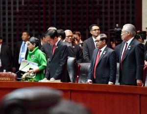 Presiden Jokowi didampingi Menlu, Seskab, dan Mendag menghadiri Sidang Pleno KTT ASEAN ke-28, di NCC, Vientiane, Laos, Selasa (6/9) sore. (Foto: Setpres/Laily)