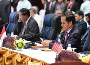 Presiden Jokowi dalam rangkaian kegiatan mengikuti KTT ASEAN, di Vieantianne, Laos, Rabu (7/9) sore. (Foto: Laily/Setpres)