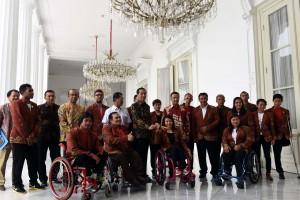 Presiden menerima atlet Paralimpik Indonesia pada Olimpiade 2016 Brasil, di Istana Merdeka, Jakarta, Kamis (22/9) pagi.