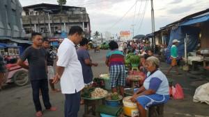 Menteri Pertanian Amran Sulaiman secara mendadak meninjau harga bahan pangan di Pasar Mardika, Ambon, Maluku, Rabu (14/9) pagi