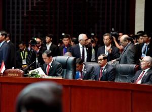 Presiden Jokowi menghadiri Sidang Pleno KTT ASEAN ke-28 di NCC, Vientiane, Laos, Selasa (6/9) sore. (Foto: BPMI/Laily)