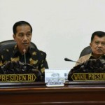 """Presiden Jokowi didampingi Wakil Presiden Jusuf Kalla saat memimpin rapat terbatas tentang """"Pengembangan Ekonomi Digital"""", di Kantor Presiden, Jakarta, Selasa (27/9) sore. (Foto: JAY/Humas)"""
