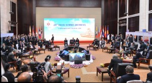 Presiden Jokowi mengikuti retreat KTT ASEAN ke-28 dan 29, di NCC, Vientiane, Laos, Rabu (7/9) pagi. (Foto: Setpres/Laily)