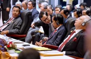 Presiden Jokowi didampingi Seskab Pramono Anung mengikuti KTT ASEAN - RRT ke-19, Rabu (7/9), di Vientiane, Laos. (Foto: Setpres/Laily)