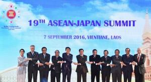 Sesi Foto Bersama KTT ASEAN - Jepang ke-19, Rabu (7/9), di NCC, Vientiane, Laos. (Foto: Setpres/Laily)