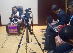 Menlu Retno Marsudi memberikan keterangan pers mengenai KTT ASEAN - Jepang ke-19, Rabu (7/9), di NCC, Vientiane, Laos. (Foto: Humas/Edi N)