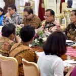 Presiden berdialog dengan pakar dan praktisi hukum, Kamis (22/9), di Istana Merdeka, Jakarta. (Foto: BPMI/Cahyo)