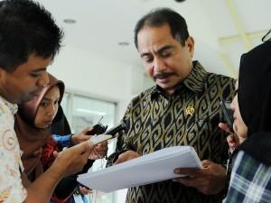Menpar Arief Yahya memberikan penjelasan kepada wartawan usai ratas di Kantor Presiden, Jakarta, Selasa (27/9) sore. (Foto: Humas/Jay)