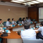 Kabid Pelayanan dan Diseminasi Mita Apriyanti memaparkan tentang pengelolaan media sosial di Sekretariat Kabinet, Rabu (28/9) pagi, di Gedung 3, Setneg, Jakarta. (Foto: Humas/Oji)