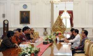 President Jokowi receives General Elections Commission (KPU) Commissioner at the Merdeka Palace, Jakarta, on Tuesday (9/8)