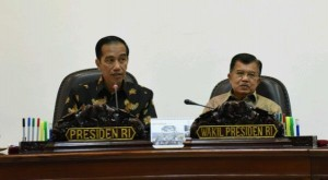 PresidentJokowi, accompanied by Vice President JusufKalla, leads a limited cabinet meeting on the development of digital economy at the Presidential Office, Jakarta, Tuesday (27/9) (Photo by: Public Relations Division/Jay)