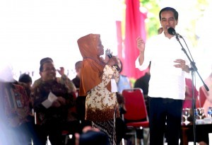 President Jokowi is on an event when paying a working visit to Yogya, Monday (10/10) morning. (Photo: Agung/Humas)