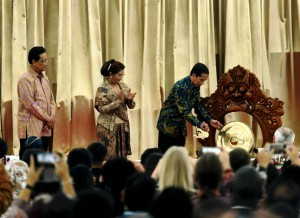 President Jokowi opens the 2nd International Symposium on Fisheries Crime at Gedung Agung, Yogyakarta Presidential Palace, Monday (10/10). (Photo by: Agus/Public Relations Division)