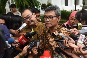 Presidential Spokeperson Johan Budi SP and Special Staff to the Minister of State Secretary Alex Lay respond to journalists' questions (12/10) (Picture: Public Relations Office/Oji)