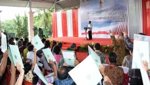 President Jokowi during a land certificate handing event in North Minahasa, North Sulawesi, Tuesday (18/10)
