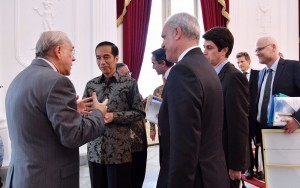 President Jokowi has a conversation with OECD delegation, at the Merdeka Palace, Jakarta, on Monday (24/10) afternoon