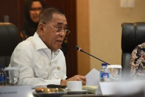 Minister of Defence Ryamizard Ryacudu delivers a presentation in Press Briefing of 2 Years Jokowi-JK Real Works at Bina Graha Building, Office of Presidential Chief of Staff, Jakarta, on Thursday (27/10) afternoon