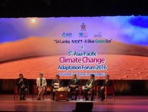 Utusan Khusus Presiden bidang Pengendalian dan Perubahan Iklim Rachmat Witoelar saat menjadi pembicara kunci pada High Level Session pada 5th Asia-Pacific Climate Change Adaptation Forum, di Kolombo, Srilanka, Senin (17/10).