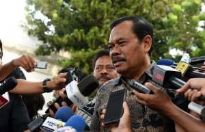 Jaksa Agung Prasetyo menjawab pertanyaan wartawan di Komplek Istana Kepresidenan, Jakarta, Kamis (20/10) sore. (Foto: Humas/Jay)