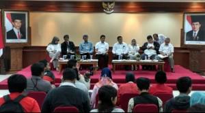 Menteri PANRB Asman Abnur didampingi pejabat eselon I dalam konperensi pers, di kantor Kementerian PANRB, Jakarta, Selasa (18/10) pagi