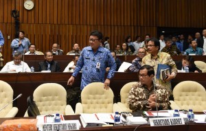 Minister of Home Affairs Tjahjo Kumolo, Cabinet Secretary Pramono Anung, and Minister of Agrarian and Spatial Planning/National Land Agency Sofyan Djalil attend the Public Hearing with the House of the Representatives Commission II, on Monday (3/10), in Jakarta