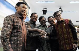 Para menteri Kabinet Kerja seusai mengumumkan secara resmi pembentukan Satgas Saber Pungli, di kantor Presiden, Jakarta, Jumat (21/10) lalu. (Foto: Nia/Humas)