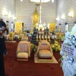 Presiden Jokowi didampingi Ibu Negara Iriana memberikan penghormatan terakhir untuk mendiang Raja Bhumibol Adulyadej, di Grand Palace, Bangkok, Thailand, Selasa (25/10) siang. (Foto: KRIS/Setpres)