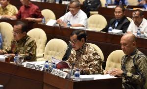 Seskab menghadiri Rapat Dengar Pendapat di ruang rapat Komisi II Gedung Nusantara DPR RI, Senayan, Jakarta, Senin (3/10). (Foto: Humas/Jay)