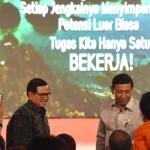 Menko Polhukam Wiranto didamping Seskab Pramono Anung dan anggota Wantimpres menghadiri Rembuk Nasional 2 Tahun Pemerintahan Jokowi - JK, di Hotel Sahid, Jakarta, Senin (24/10) malam. (Foto: JAY/Humas)