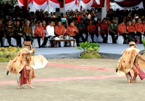 Presiden Jokowi dan para menteri hadir di Acara Puncak Sail Selat Karimata 2016. (Foto: Humas/Rahmat)