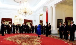 President Jokowi receives letters of credence from Ambassadors Extraordinary and Plenipotentiary at the Merdeka Palace, Jakarta, Tuesday (4/10)