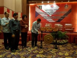 Dirjen IKP Kominfo Rosalita Niken menyaksikan pembukaan diskusi tematik Bakohumas, di Hotel Mandarin, Jakarta, Selasa (4/10) pagi. (Foto: Dina E./Humas)