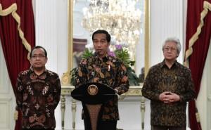 Presiden Joko Widodo sampaikan ucapan duka cita di Istana Merdeka, Kamis (13/10) malam. (Foto: BPMI Setpres/Intan)