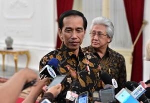 Presiden Joko Widodo menjawab pertanyaan jurnalis tentang Menteri ESDM, Kamis (13/10) malam. (Foto: BPMI/Intan)