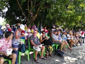 Para wisatawan mancanegara tiba di Kayong Utara, Kamis (. (Foto: Asdep Kepariwisataan, Ristek dan Lingkungan Maritim Setkab)