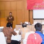 Deputi DKK Yuli Harsono memberikan paparan dalam rakor mengenai , Jumat (21/10), di Garut, Jawa Barat,