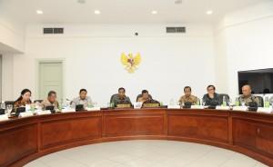 Rapat Terbatas tentang Asian Games 2018 di Kantor Presiden, Senin (24/10). (Humas/Jay)