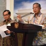Menko Perekonomian Darmin Nasution memberi pernyataan pers usai ratas, Rabu (26/10). (Foto: Humas/Jay)