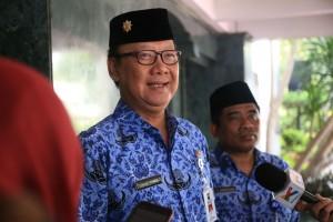 Mendagri Tjahjo Kumolo menjawab wartawan usai memimpin upacara peringatan Hari Kesaktian Pancasila, di kantor Kemendagri, Jakarta, Senin (3/10) pagi