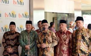 Chairman of Muhammadiyah Central Executive Board Haedar Nashir delivers a statement to the reporters after receiving a visit from President Jokowi on Tuesday (8/11), at the Muhammadiyah Dakwah Center Building