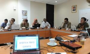 Asdep Humas dan Protokol Setkab Alfurkon Setiawan membuka Pembuatan Infografis, di kantor Setkab, Kamis (24/11) siang. (Foto: Rahmat/Humas)