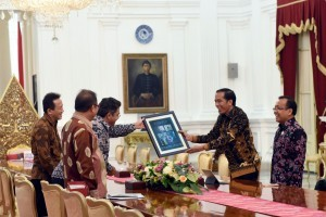 President Jokowi welcomes CEO of Plug and Play, Saeed Amidi, at State Palace, Jakarta, Tuesday (15/11).