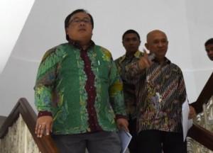 Kepala Staf Kepresiden dan Menteri PPN/Kepala Bappenas saat akan memberikan keterangan kepada wartawan usai Rapat Terbatas, di Kantor Presiden, Jakarta, Selasa (22/11) sore. (Foto: Humas/Rahmat).