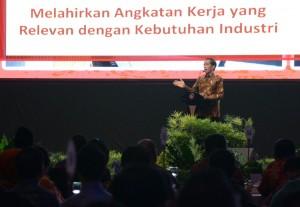 Presiden Jokowi memberikan sambutan pada pembukaan Pertemuan Tahunan Bank Indonesia 2016, di Jakarta Convention Center, Jakarta, Selasa (22/11) malam. (Foto: Kris/Setrpres)