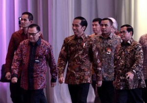 President Jokowi accompanied by the Governor of Bank Indonesia and Cabinet Secretary enters the room of the opening of the 2016 Annual Meeting of Bank Indonesia, at Jakarta Convention Center, Jakarta, Tuesday (22/11). (Photo: Kris/Setpres)
